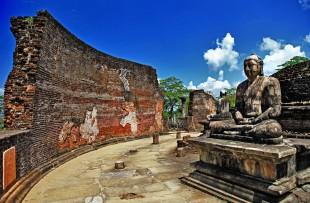 BUDDHA STATUE, POLONNARUWA  copy