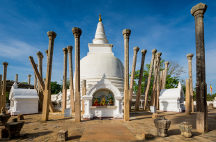 Thuparamaya dagoba (stupa), Anuradhapura, Sri Lanka.
